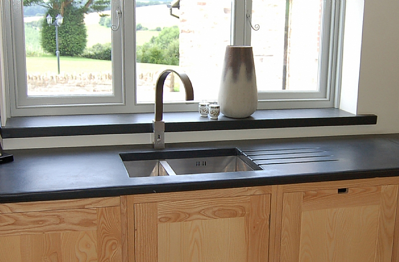 Photographs of slate kitchen worktops work surfaces sink - Plan de travail en ardoise ...