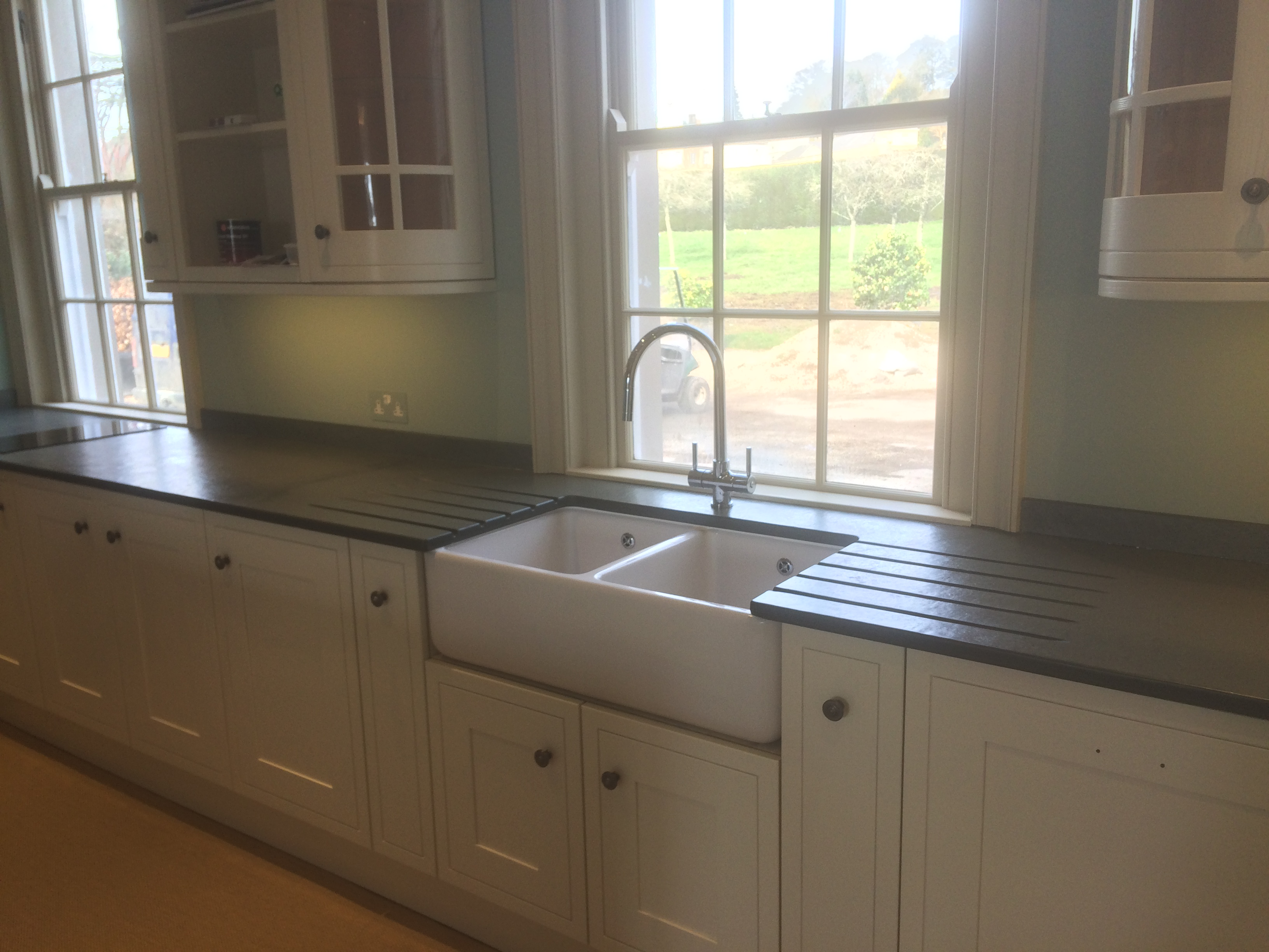 Double Section Belfast Sink With Two Sided Sink Surround