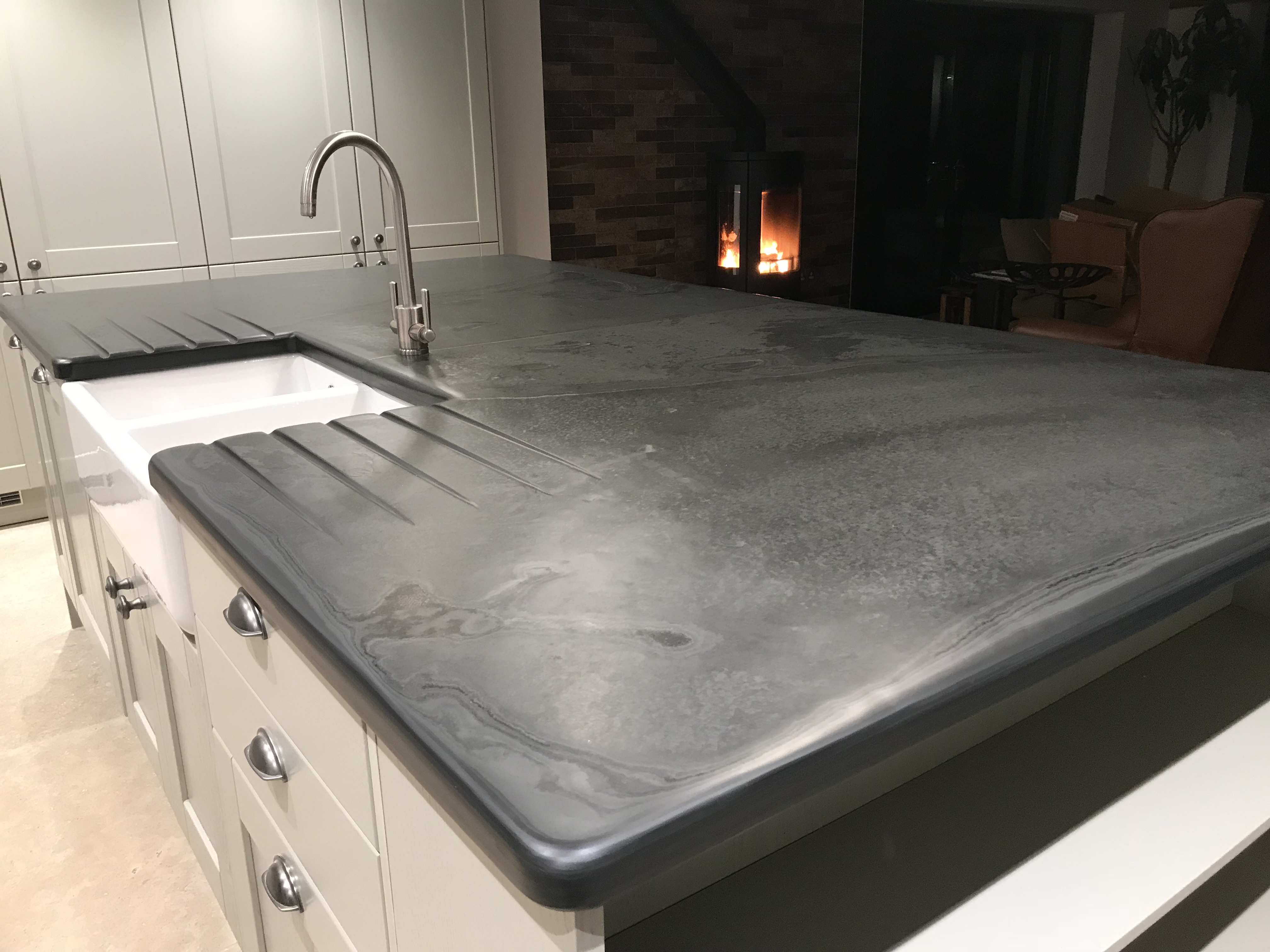 smooth edged and finished kitchen worktop with graining