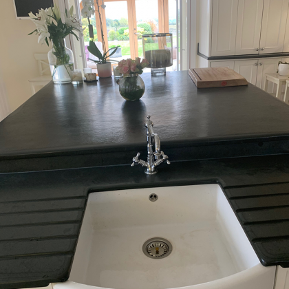 Belfast sink with double drainage grooves on both sides