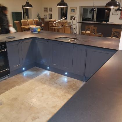 Moden kitchen with a U shape and cooker surround