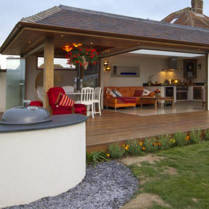 Rounded worktop for an outdoor barbecue