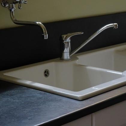 slate sink surround with taps
