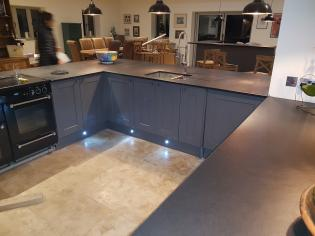 U shaped kitchen worktops in a modern and contemporary kitchen