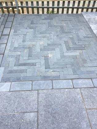 Natural slate paving with a parquet pattern
