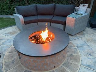 Custom made slate fire pit from Ardosia Slate