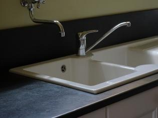 Sunken Belfast sink with surround